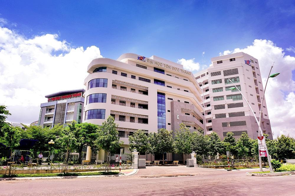 Tòa nhà ngoại ngữ.jpg
