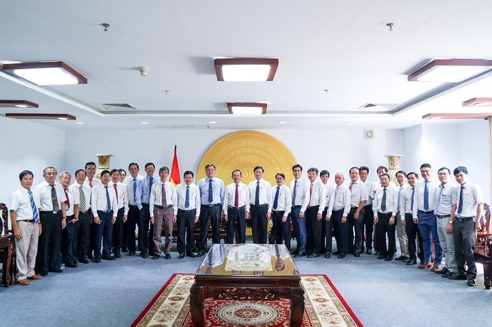 Đoàn VRG chụp hình lưu niệm cùng Lãnh đạo TDTU