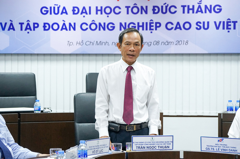 Mr. Tran Ngoc Thuan expressing the meaning of signing between VRG and TDT