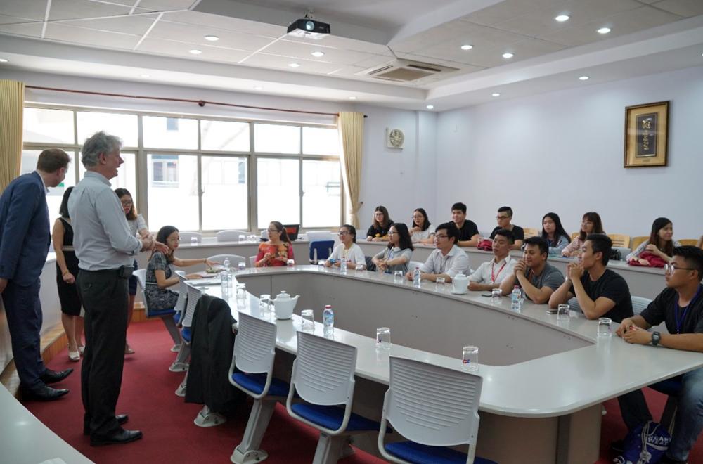 SaxionU met TDTU students …