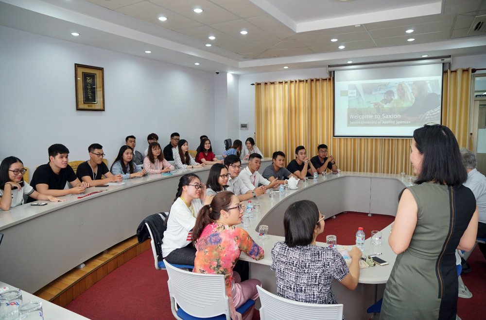 … and had an open discussion to respond to TDTU students' questions about their study time at SaxionU