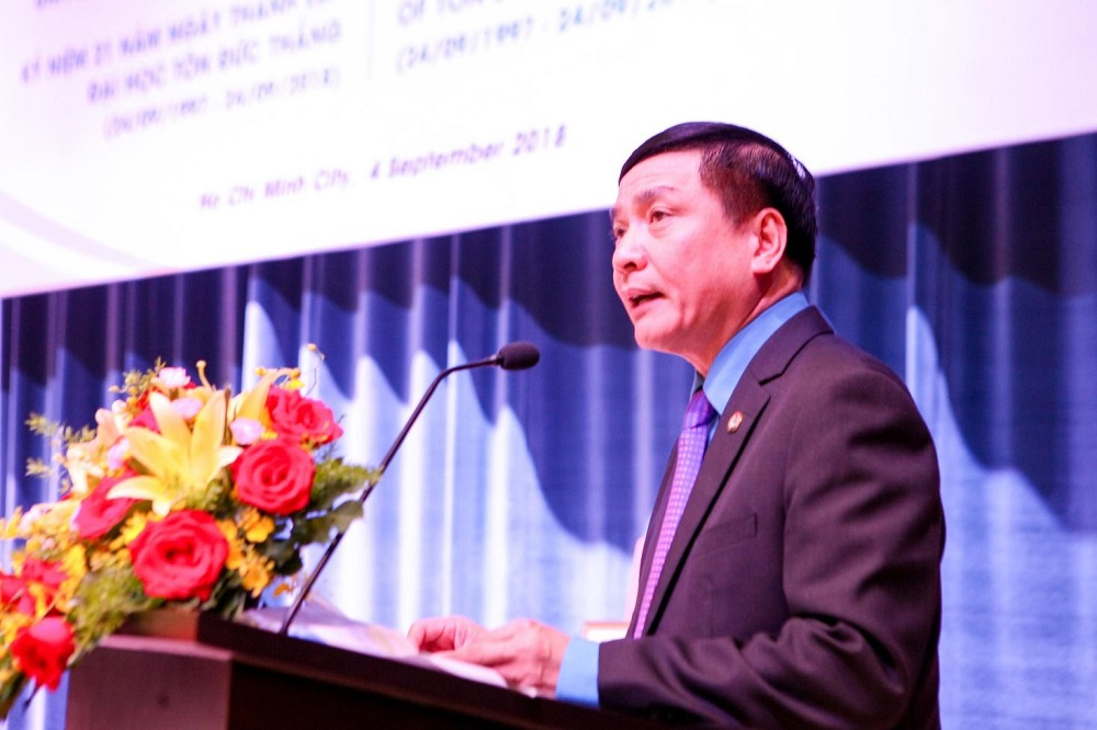 Dr. Bui Van Cuong, President of the Viet Nam General Confederation of Labor, Chairman of the University Council, was making his speech