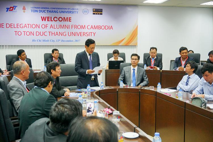 The Cambodian delegation of the Ministry of Education, Youth, Sport and alumni visited Ton Duc Thang University